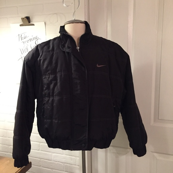 Nike puffer jacket black